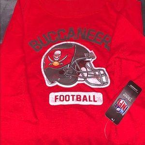 NFL's Tampa Bay Buccaneers Large Sweatshirt. (RED)